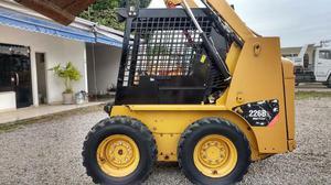 Minicarregadeira (Bobcat) Caterpillar 226B Ano  - Caminhões, ônibus e vans - Centro, Nova Iguaçu | OLX