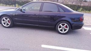 Audi A4 Audi A  CV Novembro/97 - à venda - Ligeiros