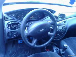Ford Focus Ambiente 1.6 Fevereiro/99 - à venda - Ligeiros