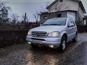 Mercedes-Benz ML 270 cdi Abril/00 - à venda - Monovolume /