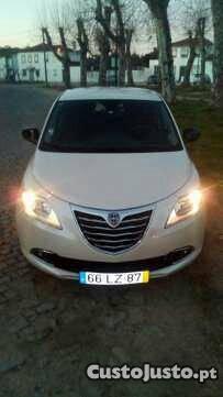 Lancia Ypsilon 1.2 start/stop Gold Junho/11 - à venda -