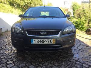 Ford Focus 1.4 Maio/06 - à venda - Ligeiros Passageiros,
