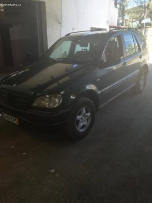 Mercedes-Benz ML 270 W163 Abril/00 - à venda - Ligeiros