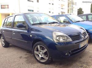 Renault Clio 1.5 dci privilége Maio/02 - à venda -