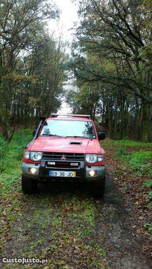 Mitsubishi Pajero ) abas largas Novembro/97 - à