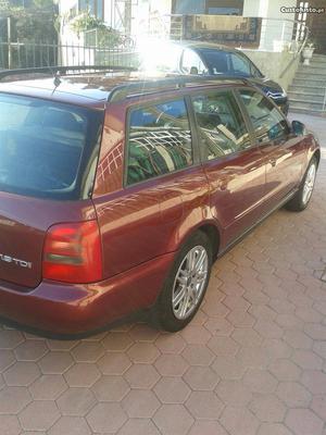 Audi A4 A4 AVANT DIESEL Abril/98 - à venda - Ligeiros