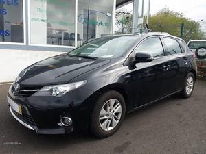 Toyota Auris 1.6 Hybrid Cx. Auto Dezembro/13 - à venda -