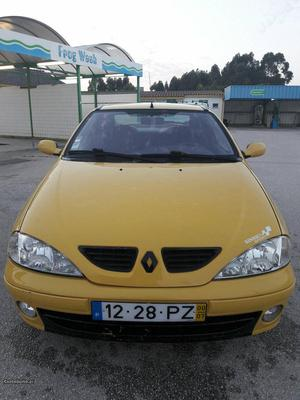 Renault Mégane coupe Julho/00 - à venda - Ligeiros