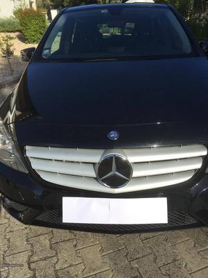 Mercedes-Benz B cdi BlueEf. 136CV Abril/14 - à venda