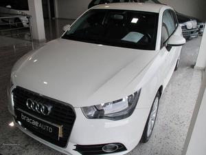 Audi A1 1.6 TDi ambition Março/11 - à venda - Ligeiros