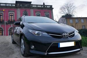 Toyota Auris Touring Sports Junho/14 - à venda - Ligeiros