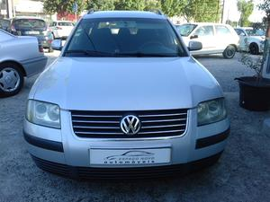 Volkswagen Passat V. 1.9 TDi Confortline Plus cv)