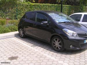 Toyota Yaris Yaris 1.4D 5P Sport Março/12 - à venda -