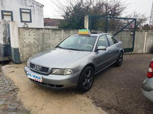 Audi A4 1.6i  Novembro/95 - à venda - Ligeiros