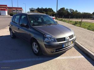 Renault Clio 1.2 gasolina Julho/02 - à venda - Ligeiros