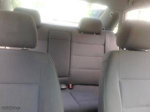 Audi A4 5 lugares Abril/98 - à venda - Ligeiros