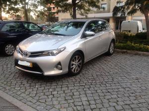 Toyota Auris Auris 1.4 D-4D Junho/14 - à venda - Ligeiros