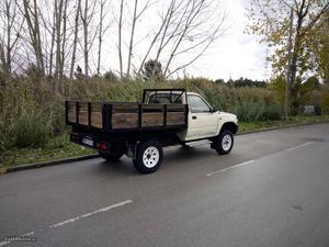 Toyota Hilux 4x4 de 3 lug Outubro/90 - à venda - Pick-up/
