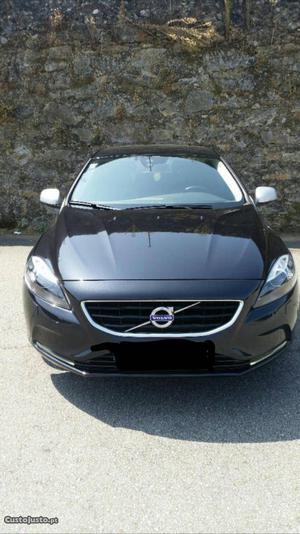 Volvo V40 Summum Março/13 - à venda - Ligeiros