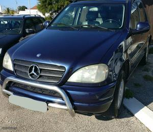 Mercedes-Benz ML 270 ML 270 Abril/00 - à venda - Pick-up/