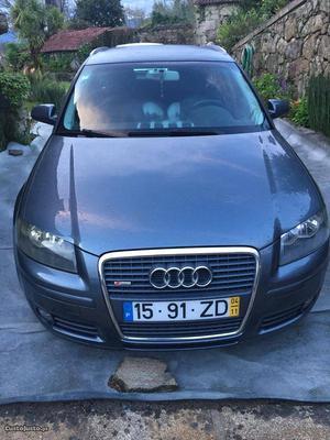 Audi A3 Sportback Novembro/04 - à venda - Ligeiros