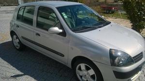 Renault Clio Privilege Junho/03 - à venda - Ligeiros