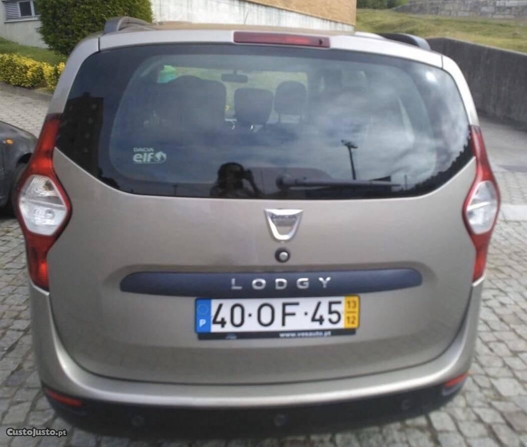 Dacia Lodgy 7 Lugares Dezembro/13 - à venda - Monovolume /