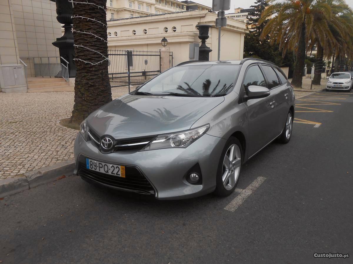 Toyota Auris touring sport Março/15 - à venda - Ligeiros