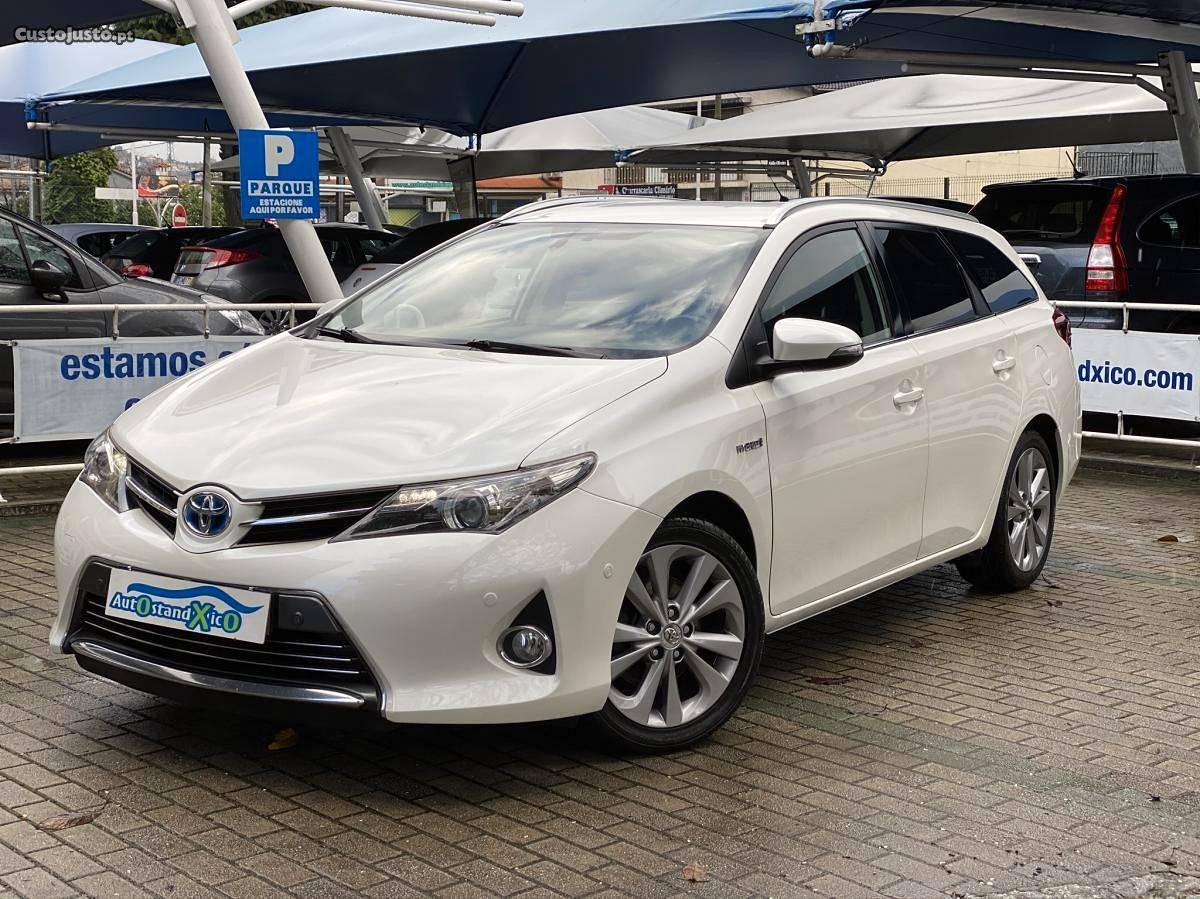Toyota Auris Touring 1.8 HSD Navi Janeiro/15 - à venda -